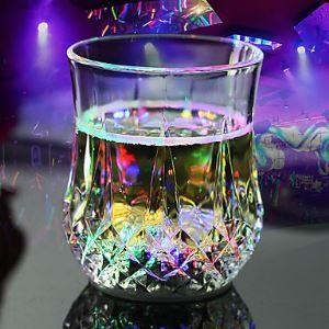 RGB LED Magique Inductive Changement de couleur Coupe pour KTV Soirée Décoration Ananas Tasse Bière Whisky
