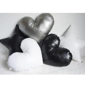 Canapé en cuir Fait à la main en noir et blanc forme d'amour coussins de voiture oreiller