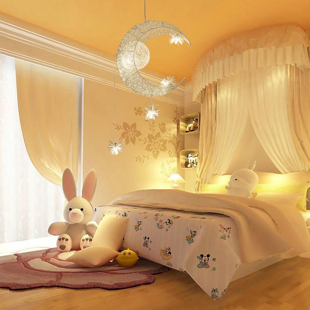 livraison gratuite lustre 5 lumi res led lune toile pour chambre d 39 enfant bebe ampoules offertes. Black Bedroom Furniture Sets. Home Design Ideas