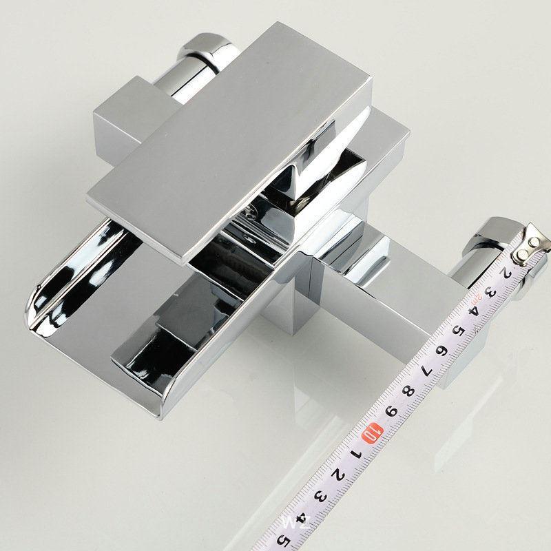 robinet de baignoire cascade 2 trous contemporain pour. Black Bedroom Furniture Sets. Home Design Ideas
