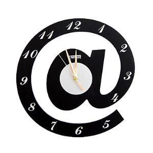 Horloge murale @ moderne simple créative en forme d'Arobas