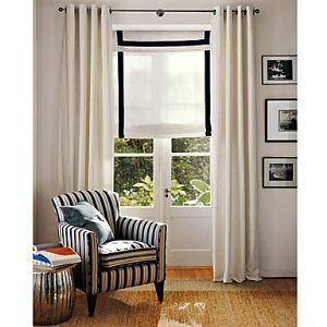 Blanc massif contemporain doublée fenêtre rideaux panneau