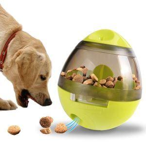 Boule distributeur de nourriture vert intéressant pour chat chien