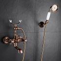 Colonne de douche moderne élégante avec robinetterie, or rose