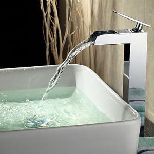 Robinet de lavabo cascade chrome H29cm pour salle de bain contemporaine